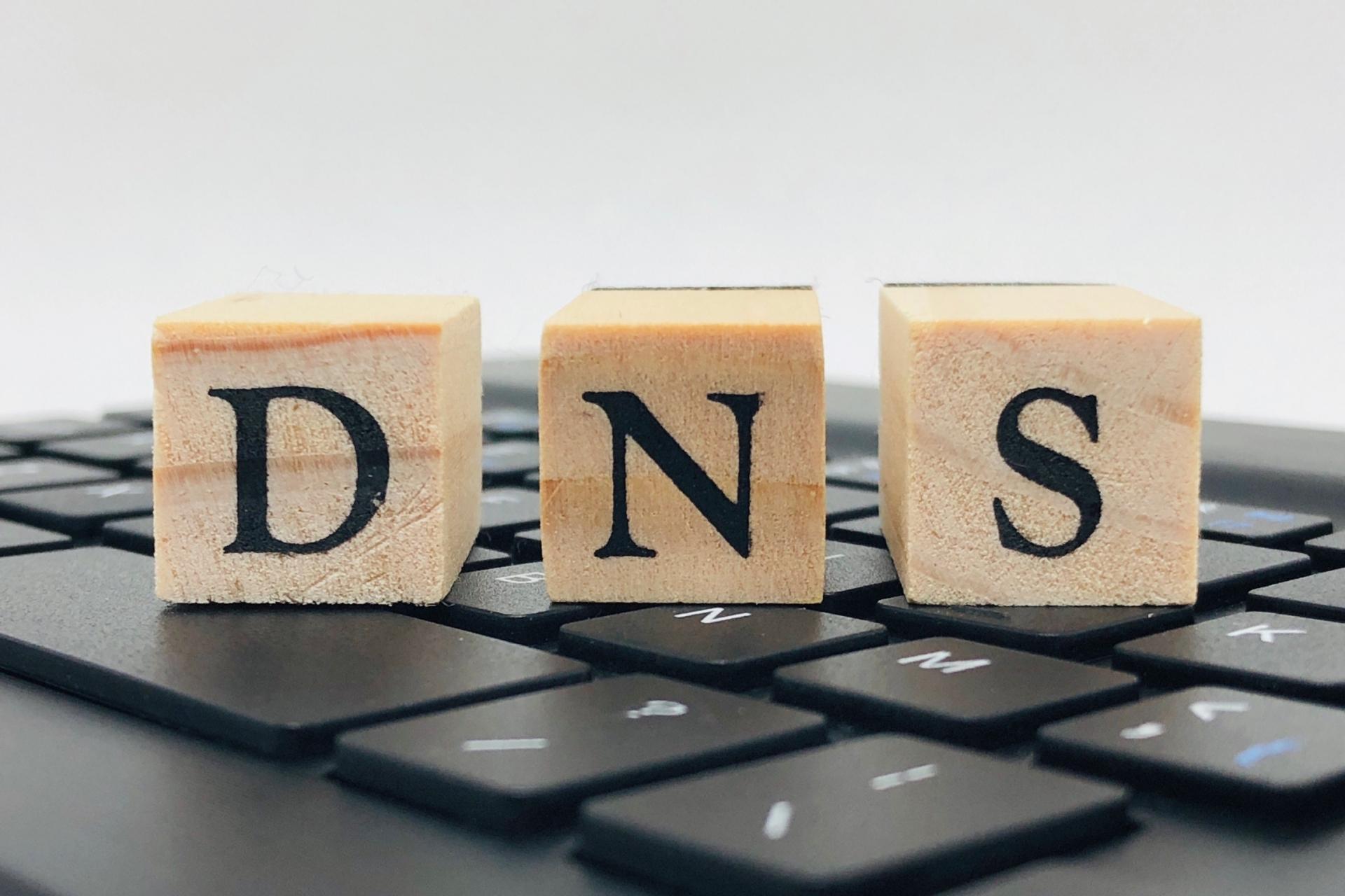 主要サービスが一斉にダウン、DNSサーバーのダウンが原因か